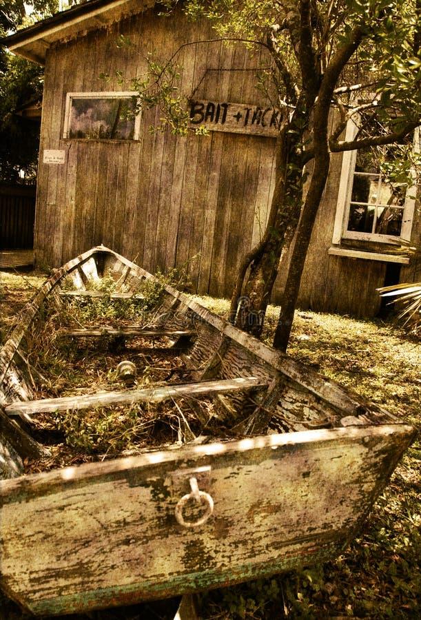 Casa e barco velhos fotos de stock