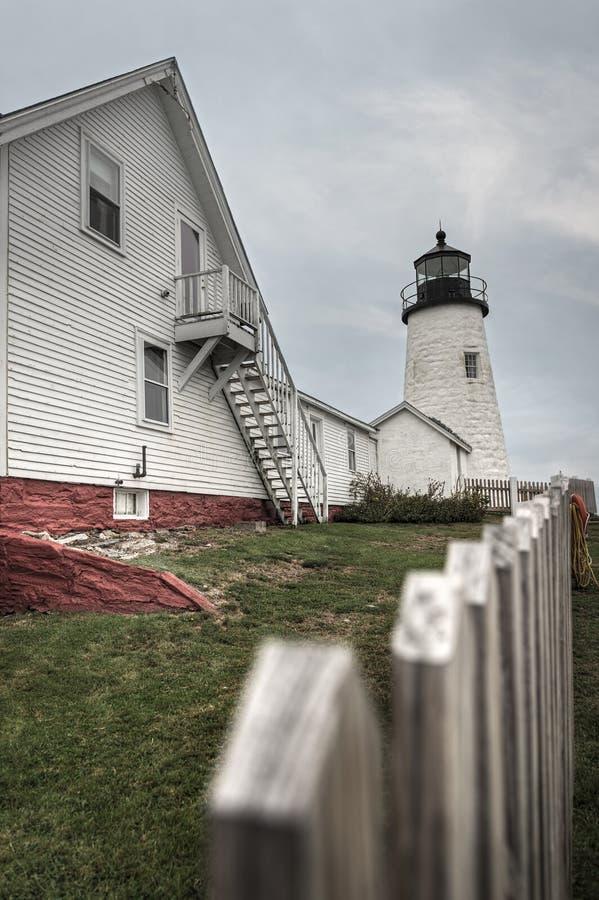 Casa e cerca dos depositários de farol do ponto de Pemaquid fotografia de stock