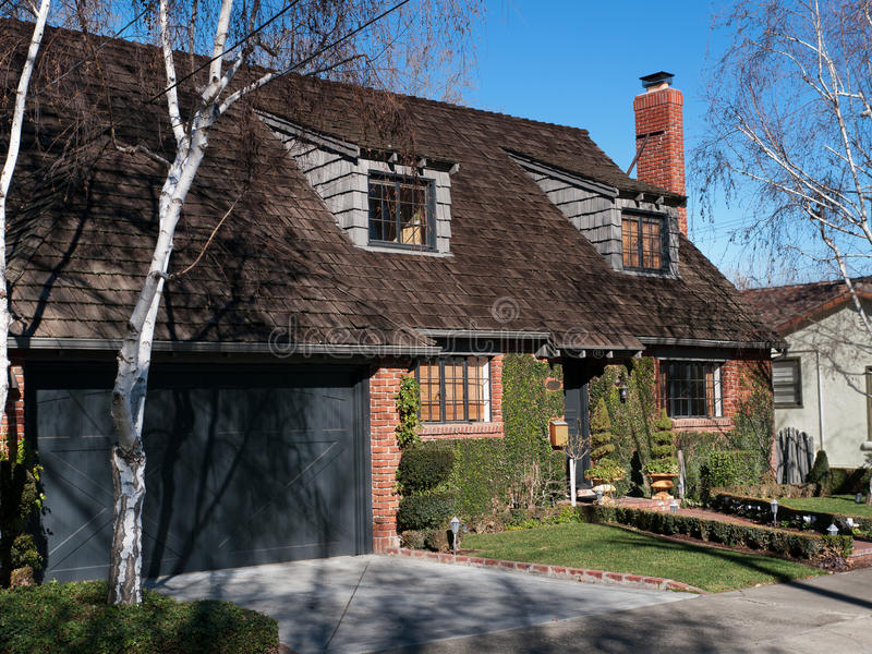 Casa e frontyard di lusso immagini stock