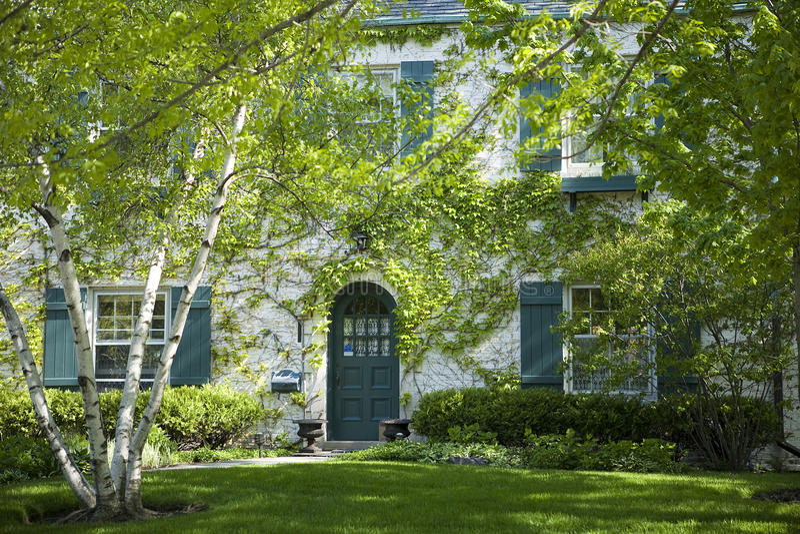 Casa e giardino americani. fotografia stock libera da diritti