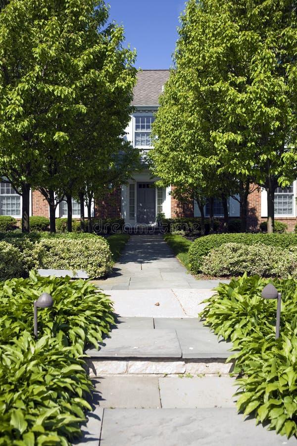 Casa e giardino americani. fotografie stock
