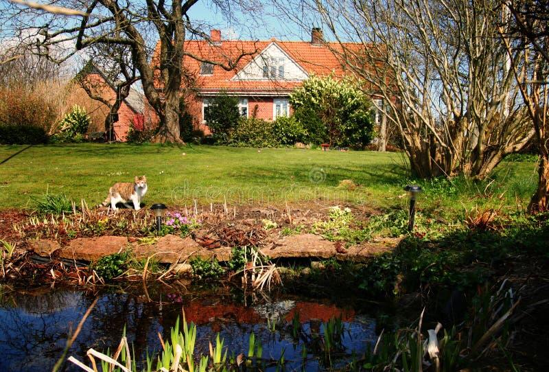 Casa e jardim foto de stock royalty free