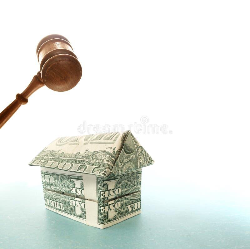 Casa e martelo do dólar fotos de stock