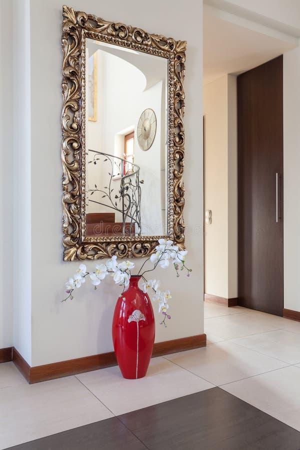 Casa elegante - espelho imagens de stock royalty free