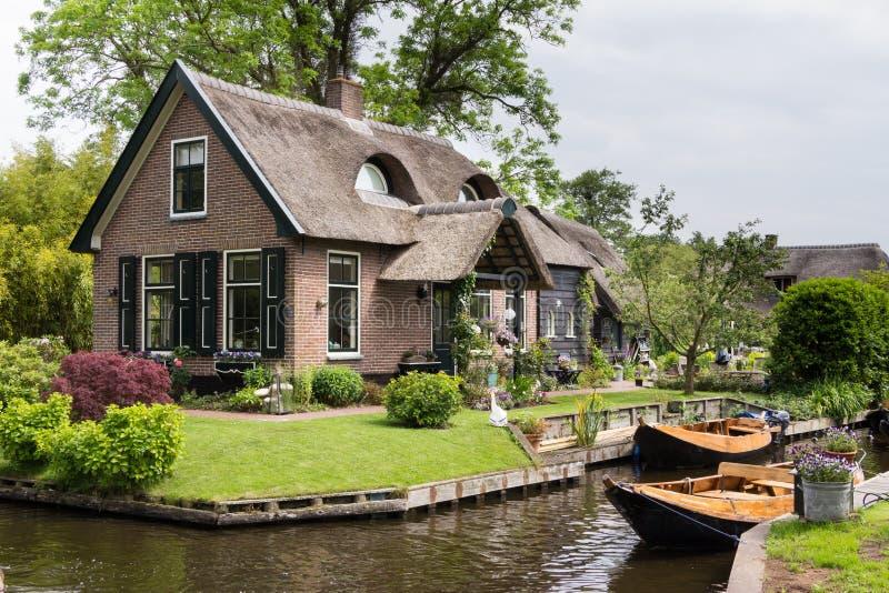 Casa em Gierhoorn Países Baixos fotos de stock
