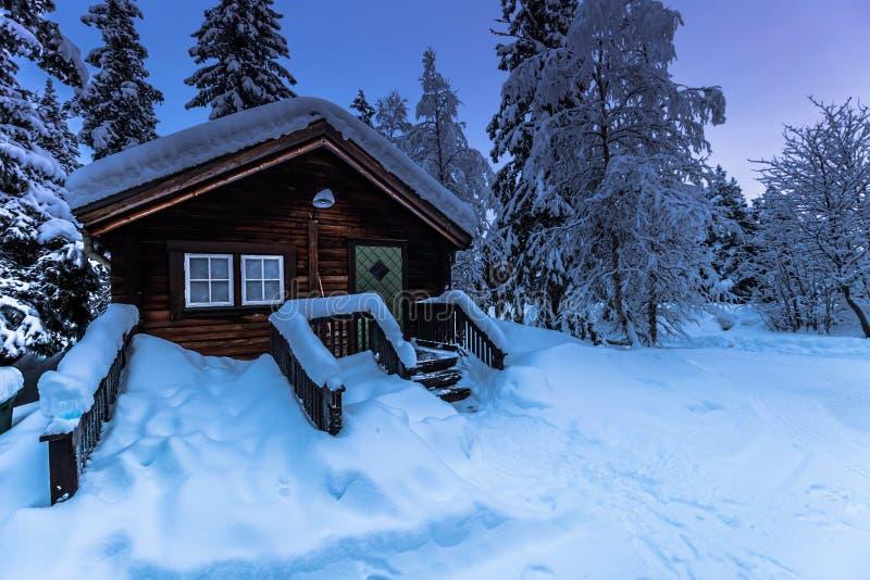 Casa em Jukkasjarvi, Suécia imagens de stock royalty free