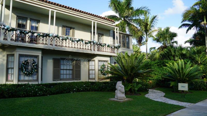 Casa en Ann Nortorn Sculpture Gardens, West Palm Beach, la Florida imagenes de archivo