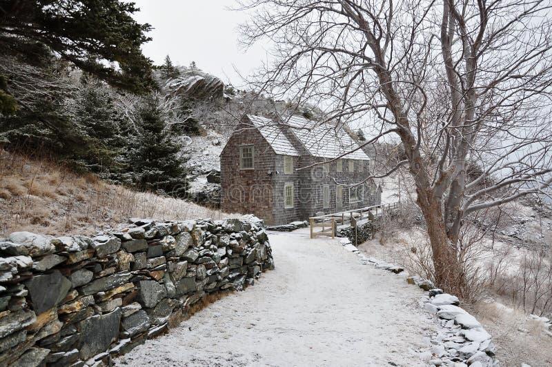 Casa en campo hivernal fotos de archivo libres de regalías