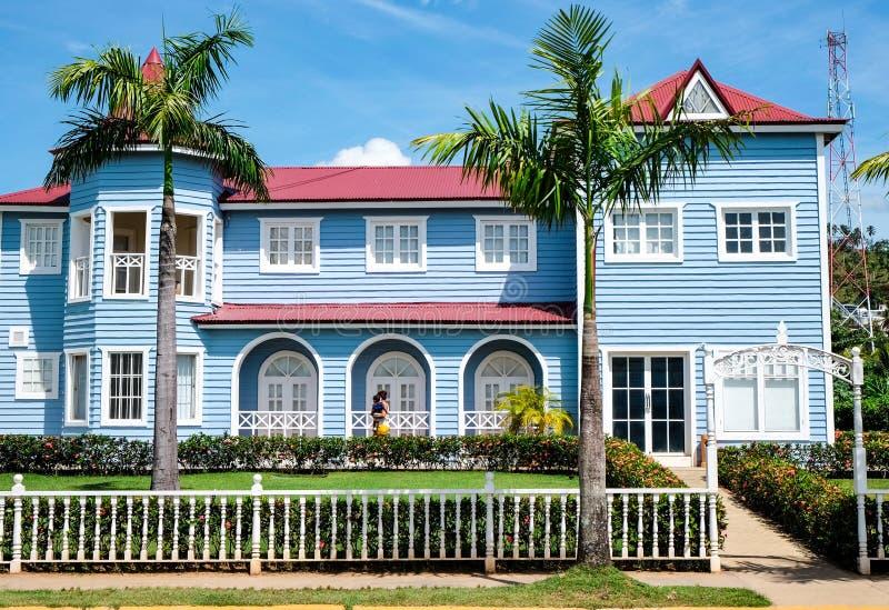 Casa en colores pastel azul hermosa en Samana imagen de archivo libre de regalías