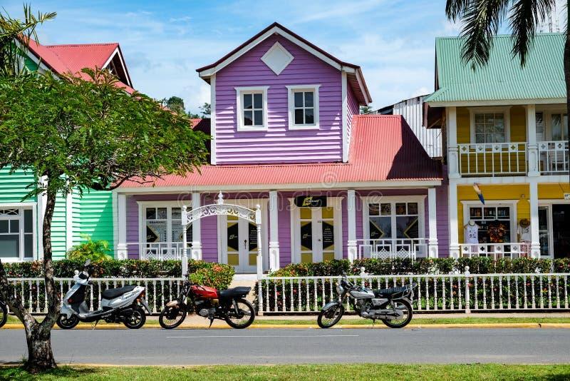 Casa en colores pastel púrpura hermosa en Samana fotos de archivo libres de regalías
