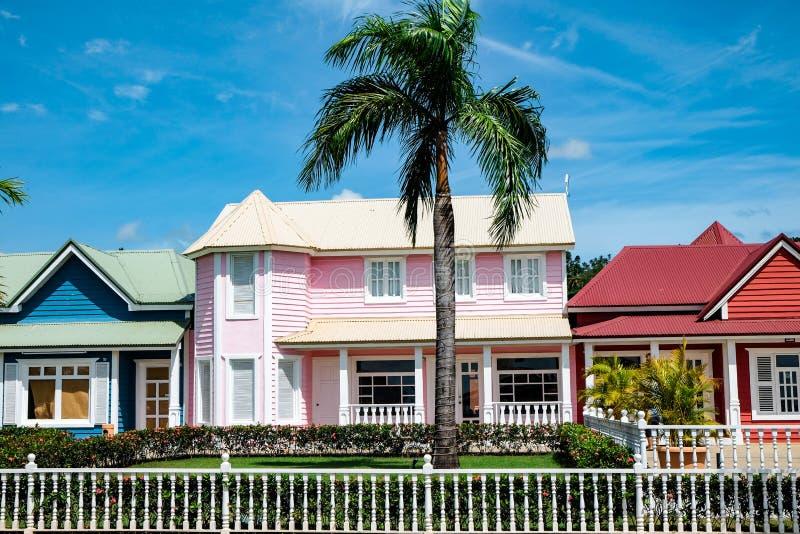 Casa en colores pastel rosada hermosa en Samana fotos de archivo