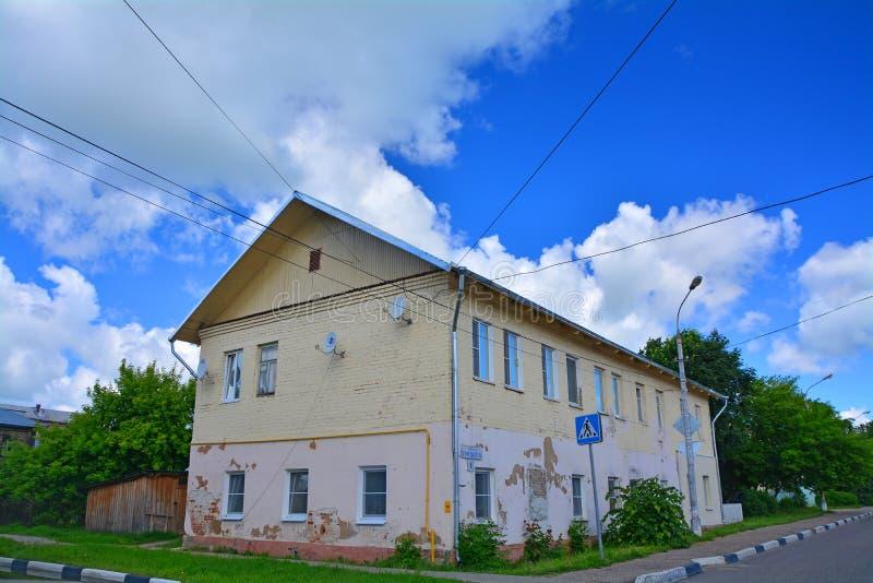 Casa en el centro histórico de la ciudad de Ruza, región de Moscú, Rusia fotografía de archivo libre de regalías