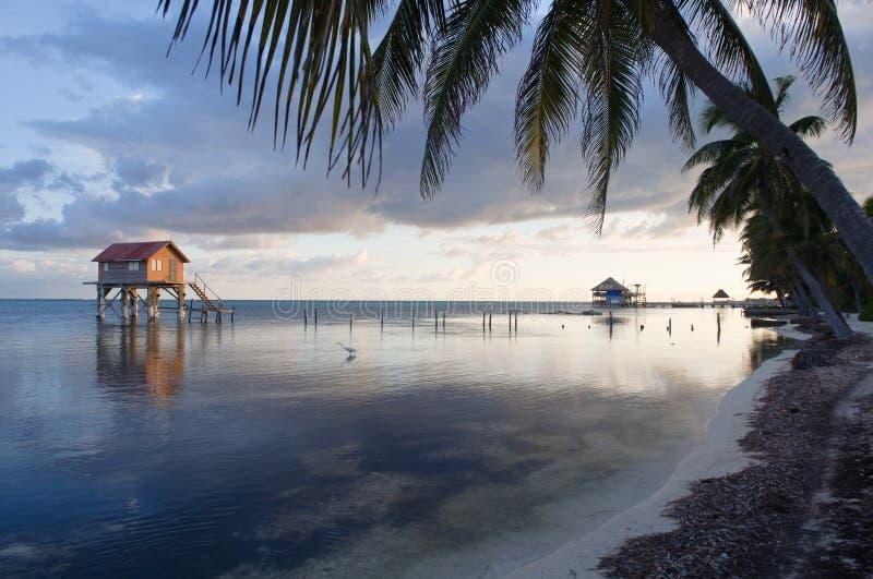 Casa en el océano imágenes de archivo libres de regalías
