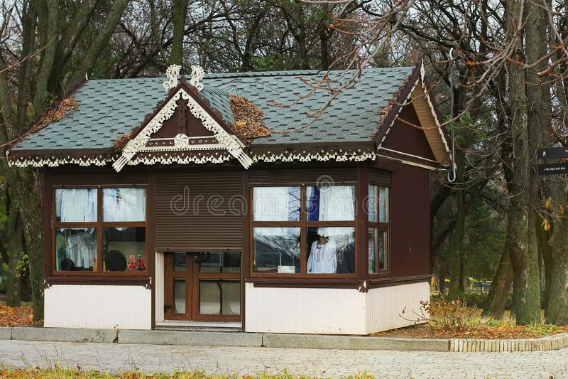 Casa en el parque Naturaleza fotos de archivo