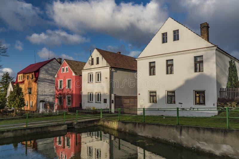 Casa en el pueblo de Straci cerca de la ciudad de Steti fotos de archivo