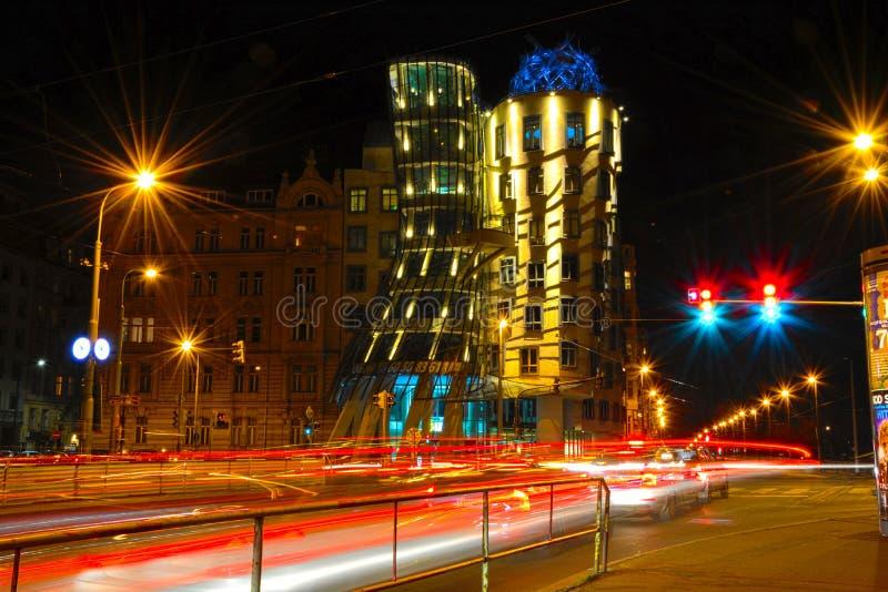 Casa en la noche de Praga - exposición larga del baile fotografía de archivo