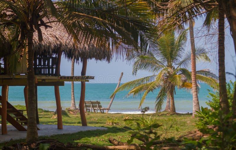 Casa en la playa fotografía de archivo