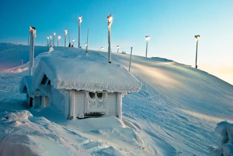 Casa en las montañas de Finlandia imagen de archivo libre de regalías