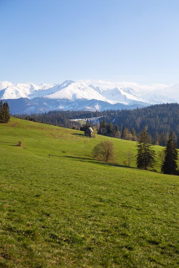 Casa en las monta?as Hermosa vista del paisaje de la montaña, parque nacional de Tatra, Polonia Alto Tatras, Cárpatos foto de archivo libre de regalías