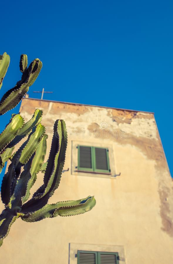 Casa espanhola tradicional do estilo foto de stock royalty free