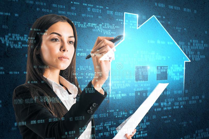 Casa esperta e conceito futuro imagens de stock