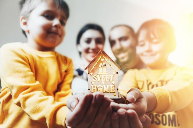 A casa está em nossas mãos imagens de stock royalty free