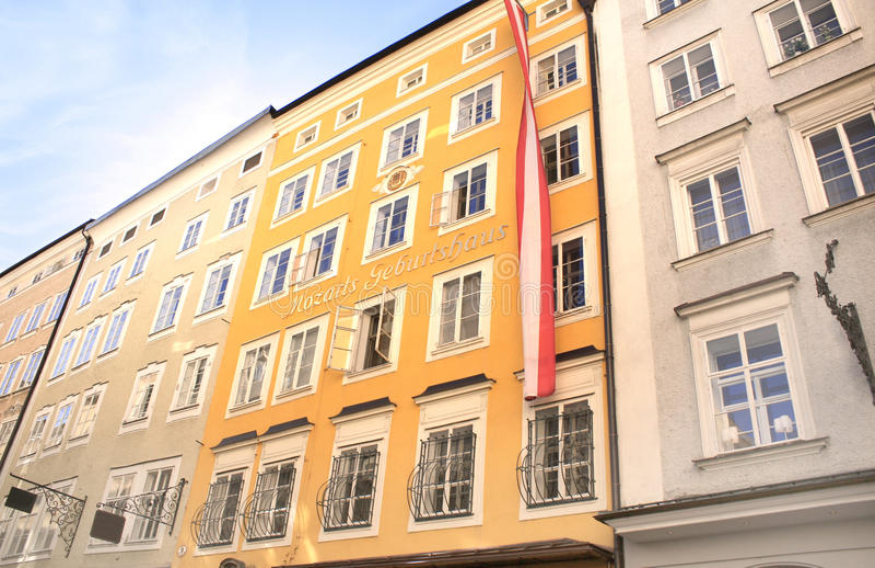 Casa famosa onde Mozart era nascido, Salzburg fotos de stock royalty free
