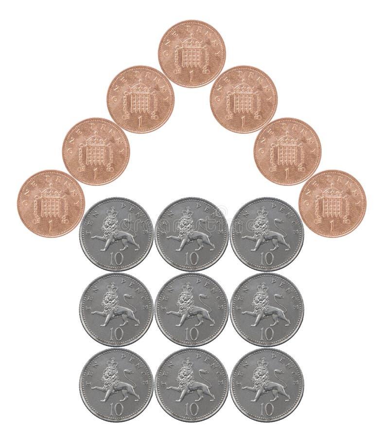 Casa feita das moedas britânicas imagens de stock royalty free