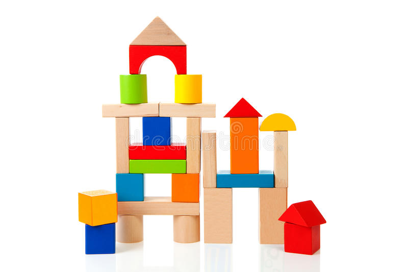 Casa feita fora dos blocos de apartamentos de madeira coloridos foto de stock