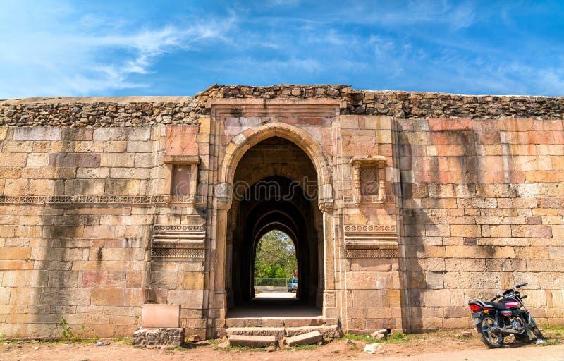 Casa feita sob encomenda de Mandvi no parque arqueológico de Champaner-Pavagadh - Gujarat, Índia imagens de stock