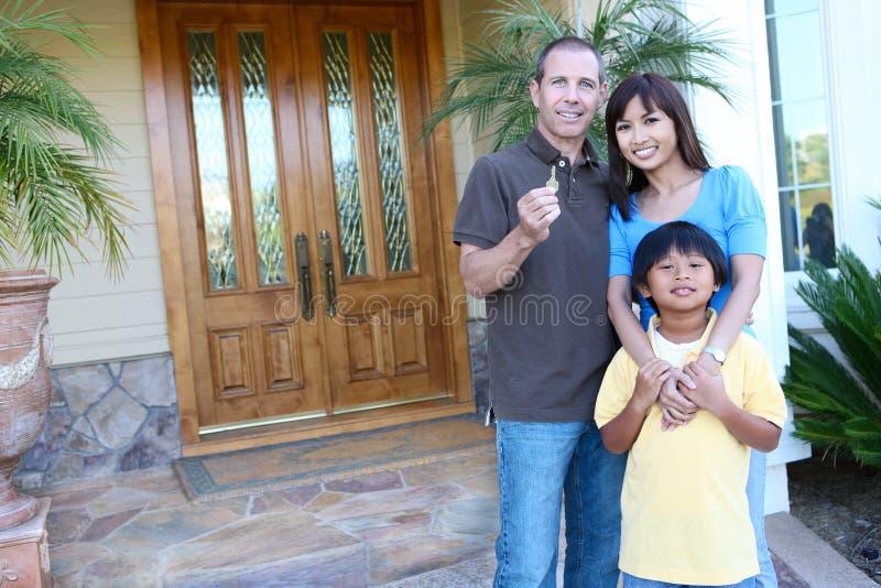 casa felice della famiglia immagini stock