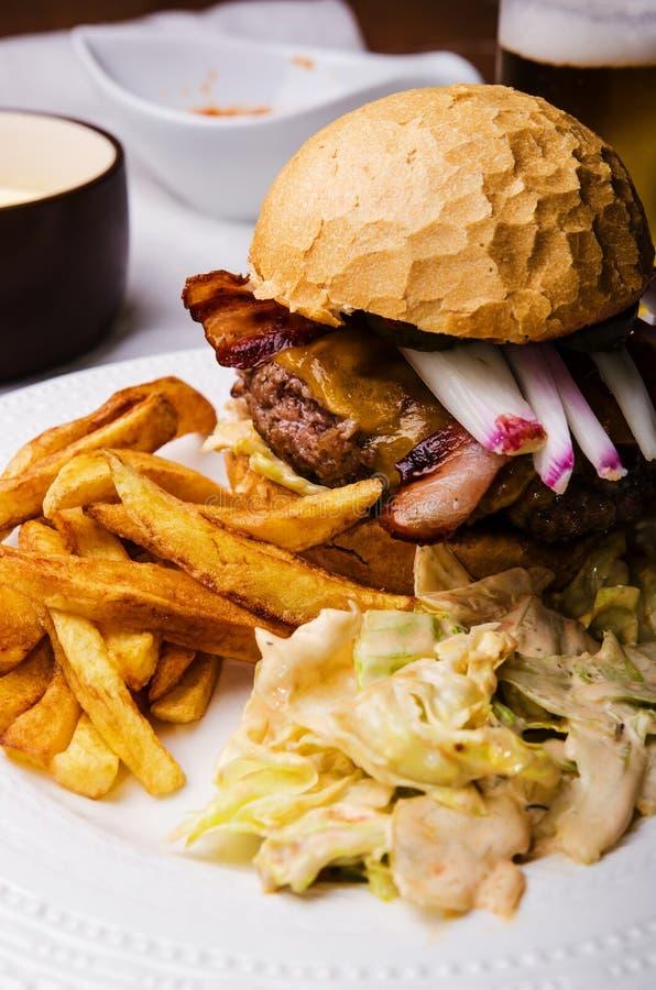 A casa fez o hamburguer da carne imagem de stock