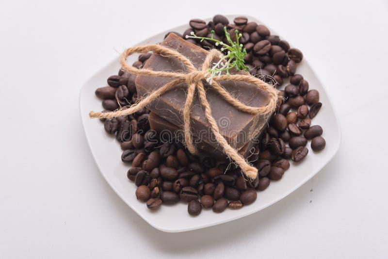 A casa fez o sabão natural do café fotografia de stock