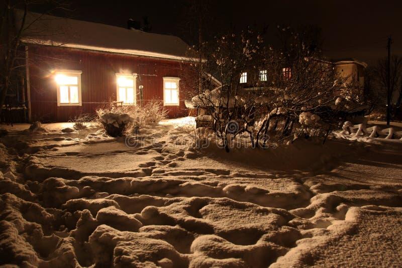 Casa finlandesa de madera roja clásica fotografía de archivo libre de regalías