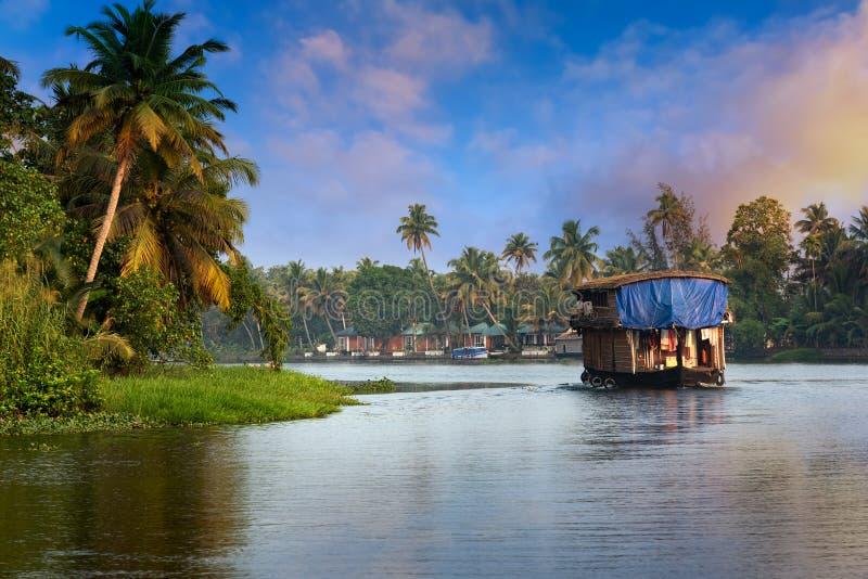 Casa flotante en Kerala, la India foto de archivo