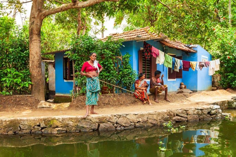 Casa flotante en los remansos de Alappuzha, Kerala imágenes de archivo libres de regalías