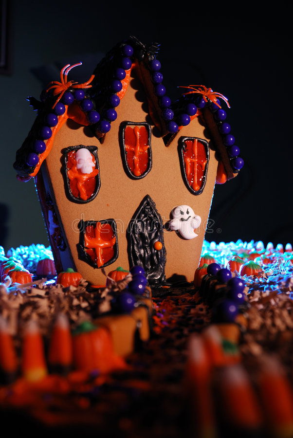 Casa frecuentada del pan del jengibre foto de archivo libre de regalías