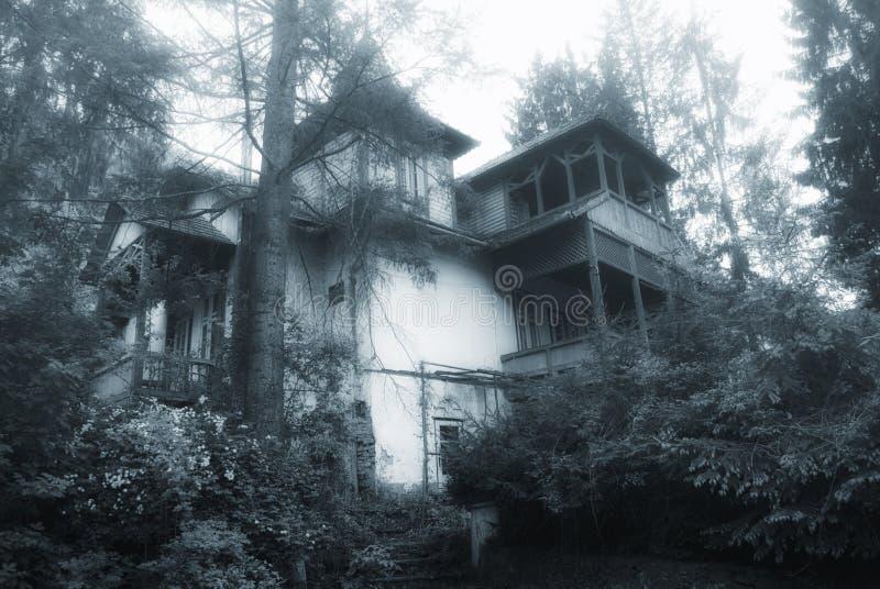 Casa frequentata fotografia stock libera da diritti