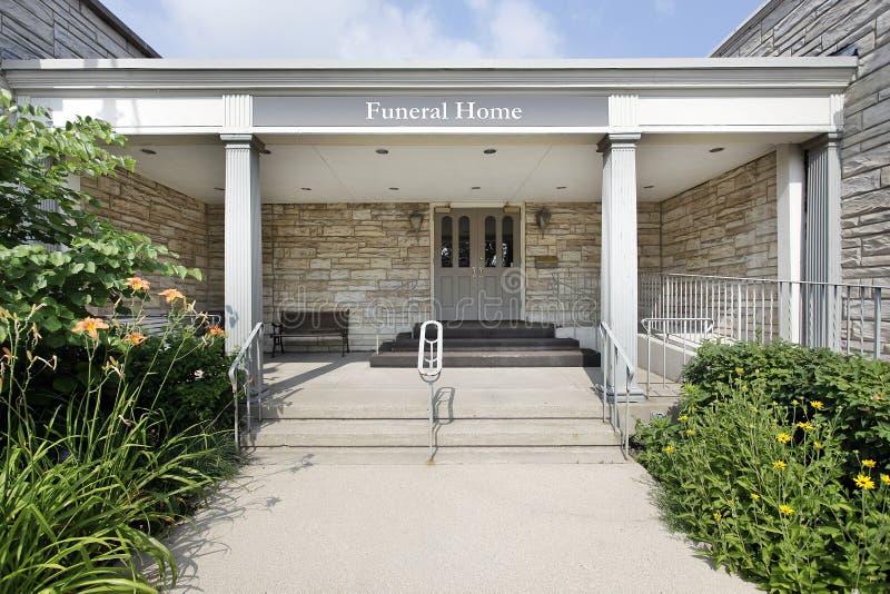 Casa funerea con l 39 entrata di pietra fotografia stock - Entrata di casa ...