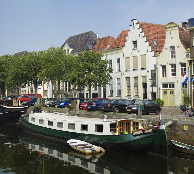 Casa galleggiante in canale immagini stock libere da diritti