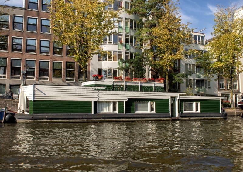 Casa galleggiante storica, canale, Amsterdam, Paesi Bassi immagini stock libere da diritti