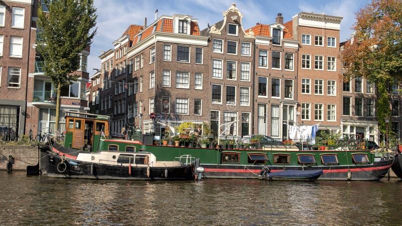 Casa galleggiante storica, canale, Amsterdam, Paesi Bassi fotografia stock