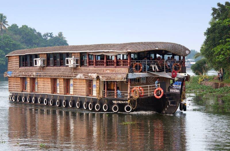 Casa galleggiante sugli stagni nel Kerala, India fotografia stock