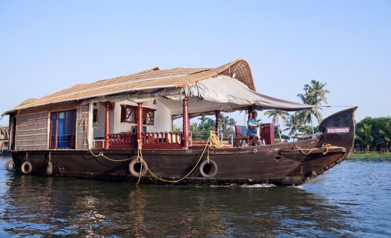 Casa galleggiante sugli stagni nel Kerala, India del sud fotografia stock libera da diritti