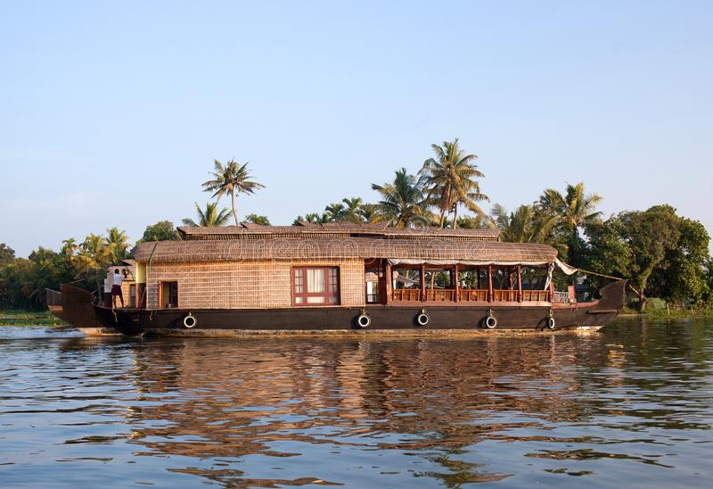 Casa galleggiante sugli stagni nel Kerala, India del sud fotografie stock
