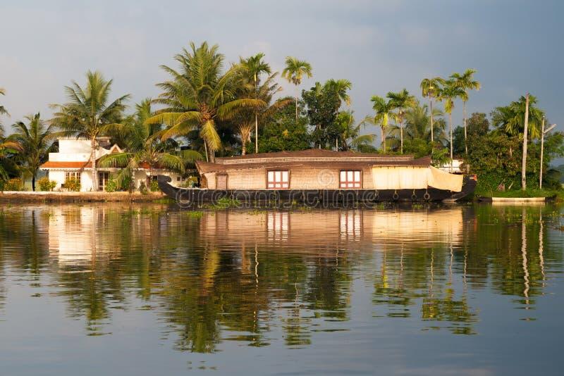 Casa galleggiante turistica sugli stagni, Kerala, India fotografia stock