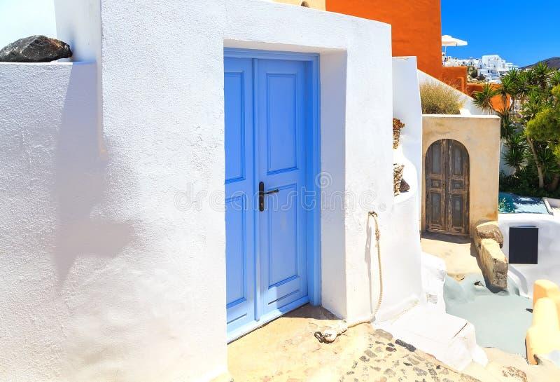 Casa grega do estilo em Santorini imagens de stock