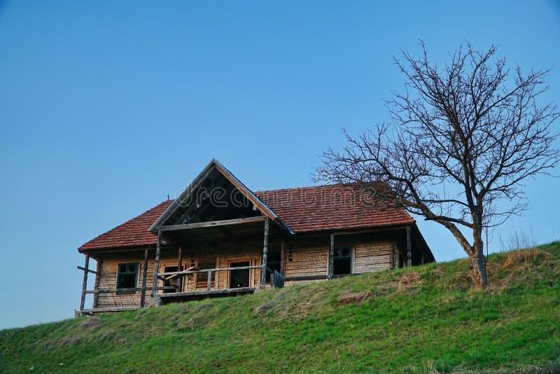 Casa húngara velha abandonada fotografia de stock royalty free