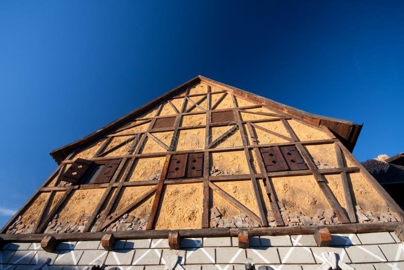 Download Casa Half-Timbered Tradicional Imagem de Stock - Imagem de quadro, parede: 16858671