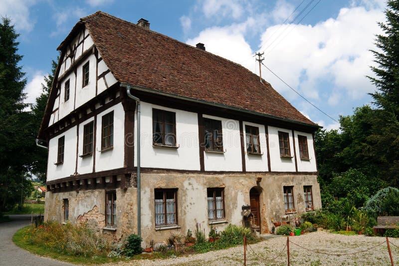 Casa Half-Timbered vieja en la aldea, Alemania fotos de archivo